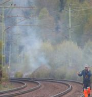 En skogsbrand som har startat längs jänvägen mellan Lerum och Alingsås. ADAM IHSE / TT / TT NYHETSBYRÅN