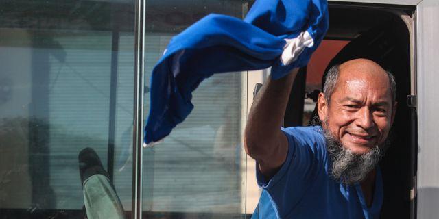 Alex Vanegas i den buss som tog honom från fängelset. Alfredo Zuniga / TT NYHETSBYRÅN