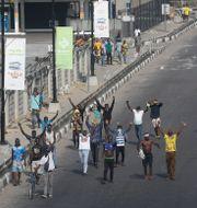 Människor demonstrerar mot polisbrutalitet i Lagos, Nigeria Sunday Alamba / TT NYHETSBYRÅN
