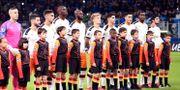 Valenciaspelarna inför matchen mot Atalanta på San Siro i Milano. DANIELE MASCOLO / BILDBYRÅN