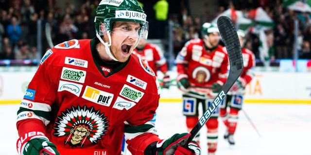Frölundas Chay Genoway jublar efter 4-1. MICHAEL ERICHSEN / BILDBYRÅN