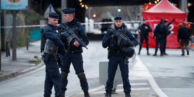 Fransk polis nära parken i Parisförorten Villejuif. Charles Platiau / TT NYHETSBYRÅN