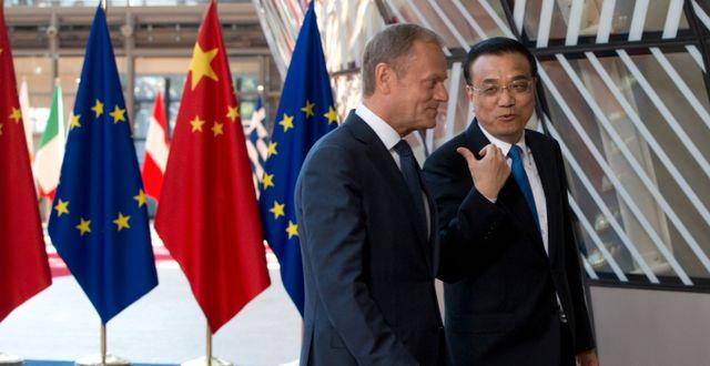 Arkivbild: Europeiska rådets ordförande Donald Tusk tillsammans med Kinas premiärminister Li Keqiang.   Virginia Mayo / TT / NTB Scanpix