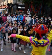 Illustrationsbild: Danslektion för barn vid ett köpcentrum utanför Peking, 5 oktober 2020.  Ng Han Guan / TT NYHETSBYRÅN