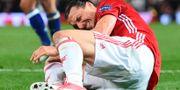 Zlatan grinar illa efter att ha landat olyckligt. OLI SCARFF / AFP