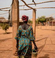 Kvinna som har flytt på grund av det ökande våldet i Burkina Faso. Sophie Garcia / TT NYHETSBYRÅN