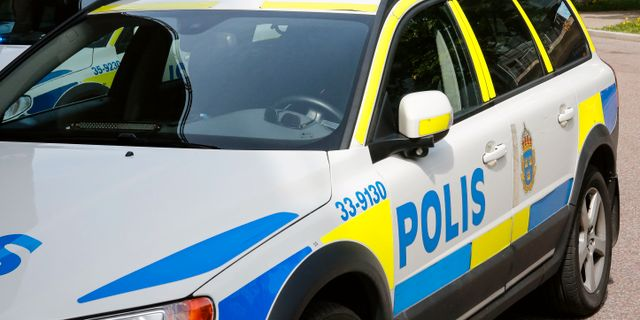 Poliser skadade i huliganbrak