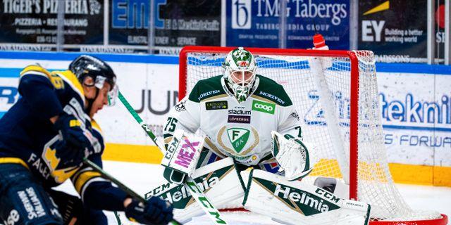 Färjestad bytte in målvakten Arvid Holm inför tredje perioden. CARL SANDIN / BILDBYRÅN