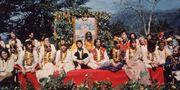 Beatles i Rishikesh med yogin Maharishi Mahesh i mars 1968. Hulton Archive