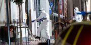 Polisens kriminaltekniker undersöker området kring entrén till en livsmedelsbutik på Stora Södergatan i centrala Lund efter en explosion tidigt på lördagsmorgonen. Johan Nilsson/TT / TT NYHETSBYRÅN