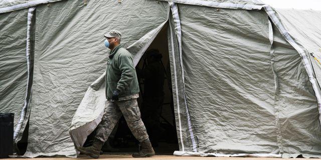 Ett provisoriskt bårhus utanför Bellevue-sjukhuset i New York. EDUARDO MUNOZ ALVAREZ / TT NYHETSBYRÅN