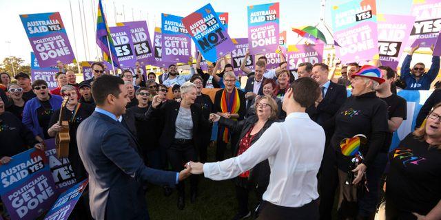 Firande utanför parlamentet i Canberra.  Lukas Coch / TT NYHETSBYRÅN
