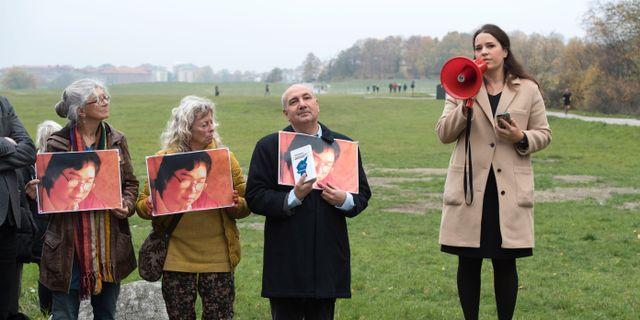 Expressens kulturchef Karin Olsson vid en stödmanifestation för Gui Minhai.  Anders Wiklund/TT / TT NYHETSBYRÅN