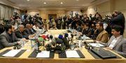Företrädare för Jemens regering och Huthirebellerna under mötet i går. Raad Adayleh / TT NYHETSBYRÅN/ NTB Scanpix