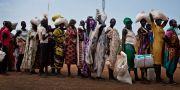 Kvinnor köar för att få del av nödhjälp i Bentiu. Kate Holt / TT / NTB Scanpix