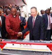 Kenyas president Uhuru Kenyatta under en presentation av ett Kinafinansierat infrastrukturprojekt. Khalil Senosi / TT NYHETSBYRÅN