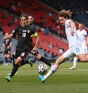 Kroatiens Luca Modric och Tjeckiens Alex Kral. STU FORSTER / BILDBYRÅN