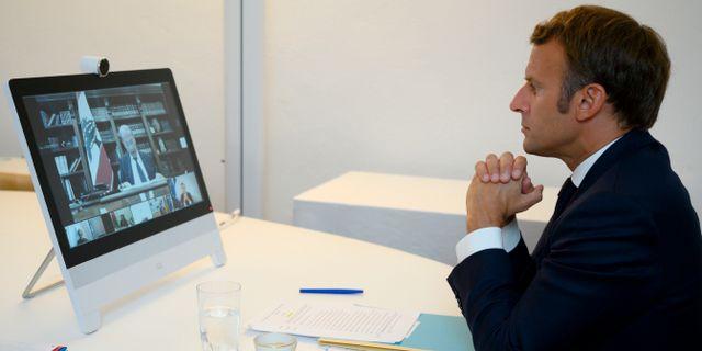 Frankrikes president Emmanuel Macron under givarkonferensen.  Christophe Simon / TT NYHETSBYRÅN