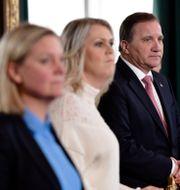Finansminister Magdalena Andersson (S), Socialminister Lena Hallengren (S), och statsminister Stefan Löfven (S).  Stina Stjernkvist/TT / TT NYHETSBYRÅN