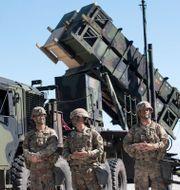 Bland annat luftförsvarssystemet Patriot skickas till Saudiarabien. Mindaugas Kulbis / TT NYHETSBYRÅN
