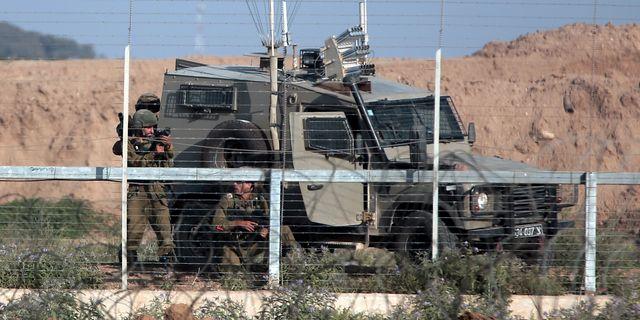 Israeliska soldater på gränsen mot Gaza. Khalil Hamra / TT / NTB Scanpix