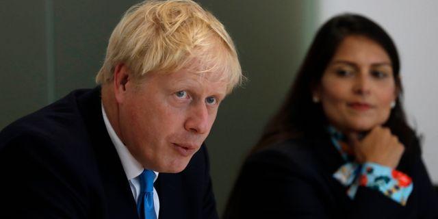 Arkivbild på Boris Johnson och Priti Patel. Kirsty Wigglesworth / TT NYHETSBYRÅN