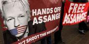 Bild på Julian Assange vid en demonstration i Storbritannien. Kirsty Wigglesworth / TT NYHETSBYRÅN