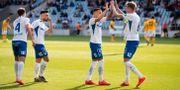 Norrköpings Jordan Larsson jublar med Kasper Larsen efter sitt 3-2. PETER HOLGERSSON / BILDBYRÅN