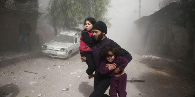 Har ar det dodliga kaoset syrierna flyr fran