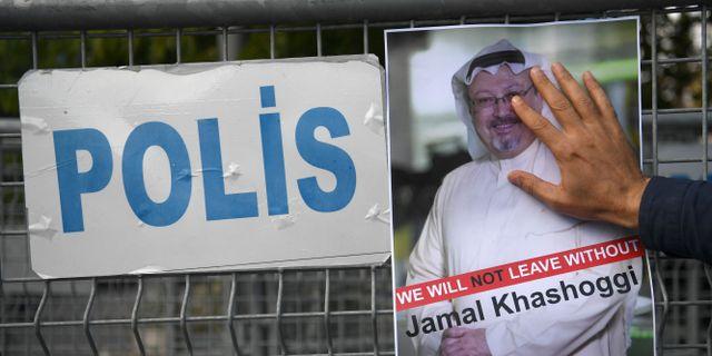 Demonstration för Khashoggi utanför det saudiska konsulatet i Istanbul. OZAN KOSE / AFP