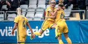 Sveriges Olivia Schough och Magdalena Ericsson jublar efter Ericssons mål (2-0) Adam Ihse/TT / TT NYHETSBYRÅN