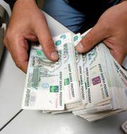 Den ryska valutan rubel  Ilya Naymushin / TT NYHETSBYRÅN