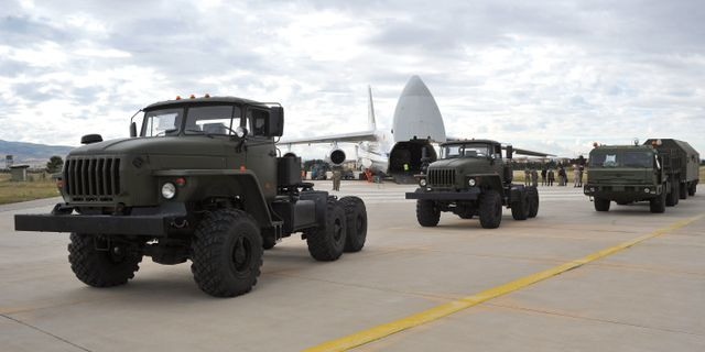 Ryska militärplanet med S-400 missilsystemet landar i Ankara tidigare.  TURKISH DEFENCE MINISTERY PRESS / TURKISH DEFENCE MINISTRY