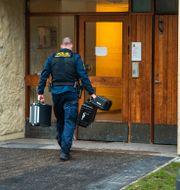 Polisens utredning i lägenheten. Claudio Bresciani / TT / TT NYHETSBYRÅN