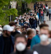 Tyskar köar till vaccin i Ebersberg.  Matthias Schrader / TT NYHETSBYRÅN