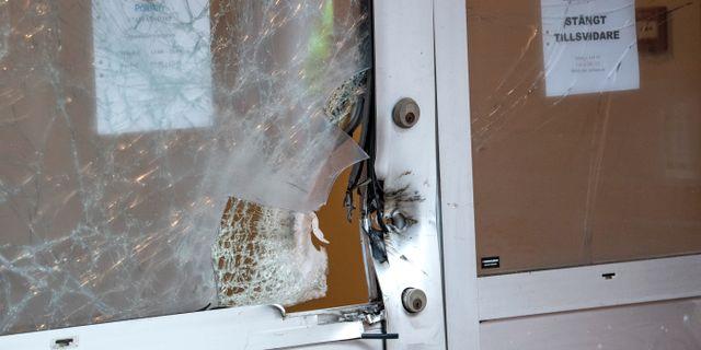 Skador efter explosionen vid polishuset i Staffanstorp i oktober. Johan Nilsson/TT / TT NYHETSBYRÅN