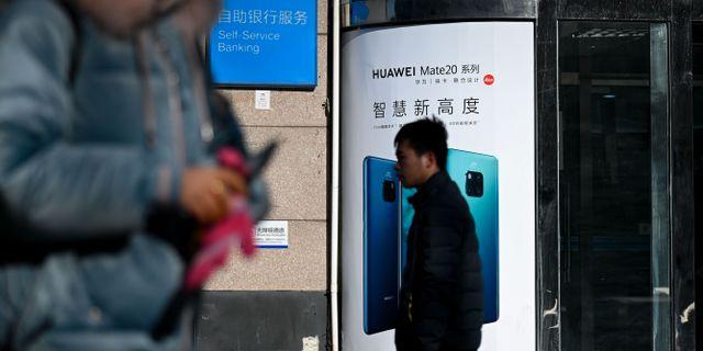 Reklam för Huawei i Peking. WANG ZHAO / AFP
