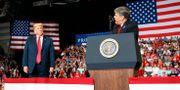 Donald Trump/Sean Hannity. Carolyn Kaster / TT NYHETSBYRÅN/ NTB Scanpix