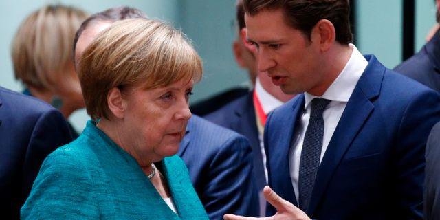 Merkel och Österrikes förbundskansler Sebastian Kurz. FRANCOIS LENOIR / TT NYHETSBYRÅN