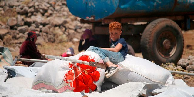 En pojke från Daraaprovinsen som anlänt till de provisoriska lägren nära gränsen. MOHAMAD ABAZEED / AFP