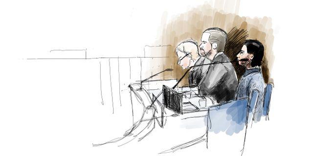 Den åtalade med sina advokater under rättegången Ingela Landström/TT / TT NYHETSBYRÅN
