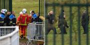 Räddningstjänst och polis vid platsen för attacken. TT
