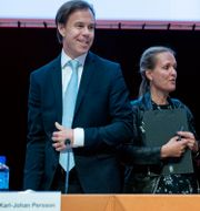 H&M:s vd Karl-Johan Persson till vänster. Ordföranden Stefan Persson till höger.  Jessica Gow/TT / TT NYHETSBYRÅN