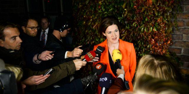 Kinberg Batra möter pressen. Maja Suslin/TT / TT NYHETSBYRÅN