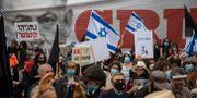 Protester mot Benjamin Netanyahu i Jerusalem idag. Ariel Schalit / TT NYHETSBYRÅN
