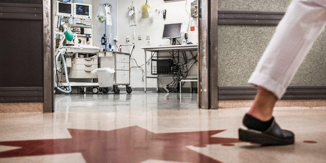 Vårdpersonal på Södersjukhusets akutmottagning. Tomas Oneborg/SvD/TT / TT NYHETSBYRÅN