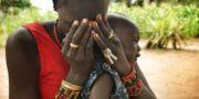 Kvinna med barn i Sydsudan. TT/AP