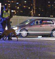Polis vid brottsplatsen.  Claudio Bresciani/TT / TT NYHETSBYRÅN