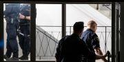 Polis på plats i ett trapphus efter skottlossningen Johan Nilsson/TT / TT NYHETSBYRÅN