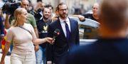 Asap Rockys försvarsadvokat Slobodan Jovicic på väg in till säkerhetssalen i Stockholms tingsrätt. Fredrik Persson/TT / TT NYHETSBYRÅN